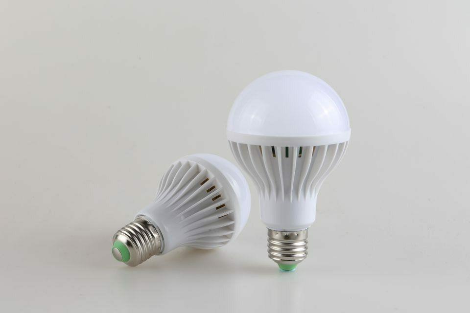 E27 5W Dusk to Dawn Light Bulb Energy LED Garden Lamp